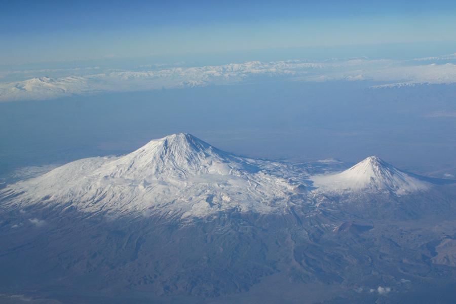 спящие вулканы Большой и Малый Арарат фото