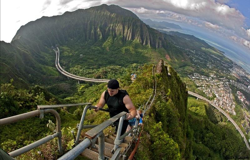 Хайку – лестница в небеса на острове Оаху, Гавайи. Фото