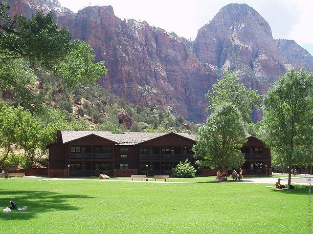 Zion-Lodge-04