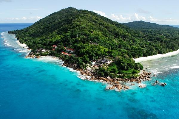 Пляж на острове Ла-Диг красив, но мало пригоден для купания