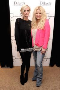 Джессикиа и ее младшая сестра Эшли Симпсон