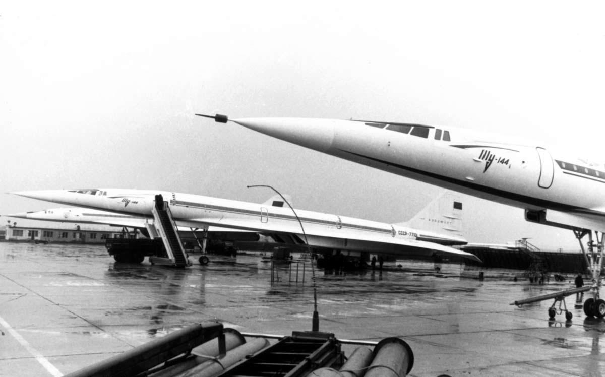 Первые Ту-144