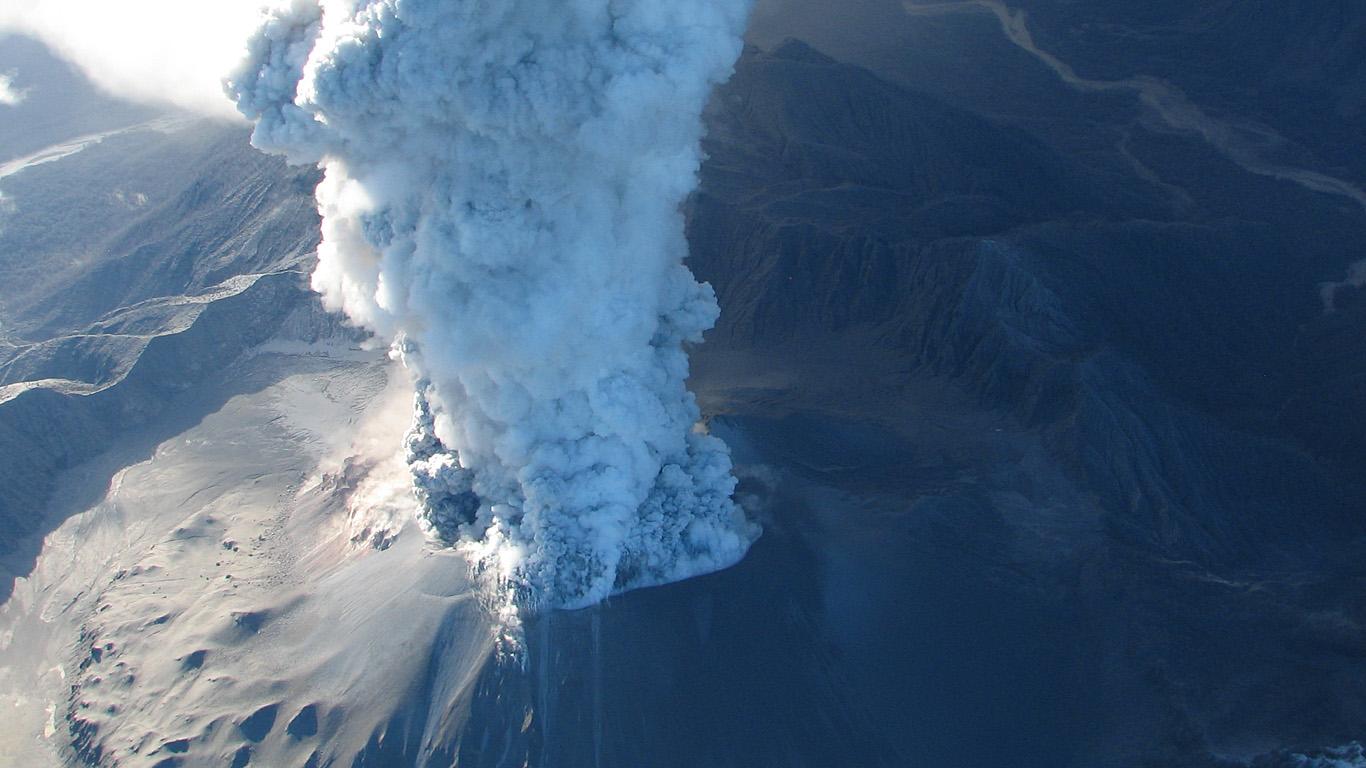 vulkan_chajten_izvergaetsja