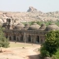 2002_12_26+17_29_19+-+India+-+Karnataka+-+Hampi+-+Elephant+_1[1]