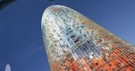 Блестящий небоскреб Torre Agbar