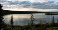 Большое Невольничье озеро в Канаде — ФОТО.
