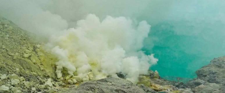 ozero-v-kratere-vulkana-idzhen4