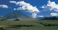 Вулкан Оль Дойньо Ленгаи в Танзании