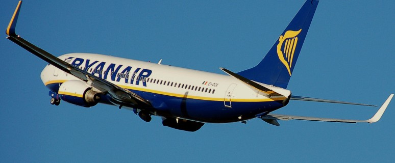 Ryanair.b737-800.aftertakeoff.arp[1]
