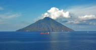 Остров-вулкан Стромболи, Сицилия