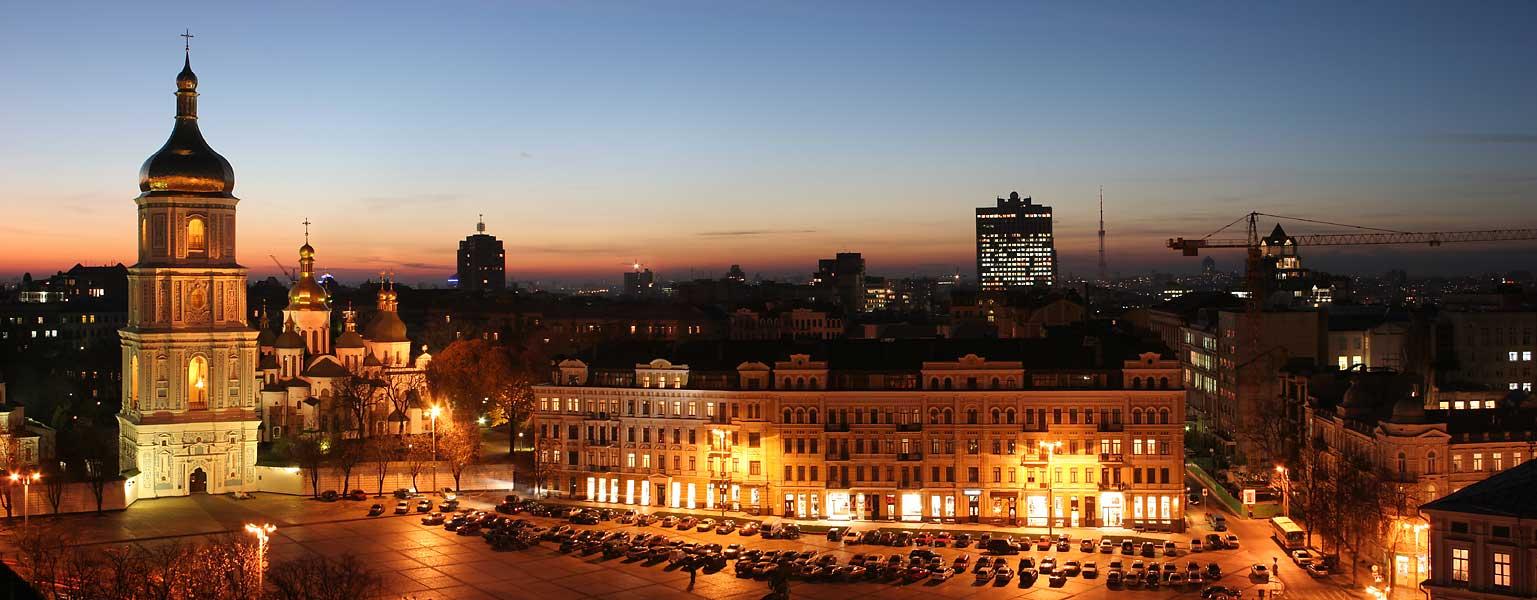 Улицы Киева в свете фонарей