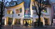 Кривой дом в Польше (7 фото)