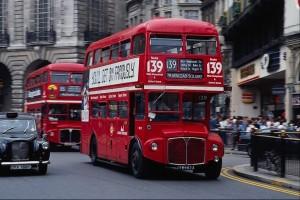 Один из символов Лондона – красные двухэтажные автобусы