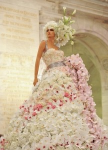 Платье из живых цветов