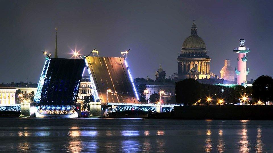 Разводка мостов в Петербурге
