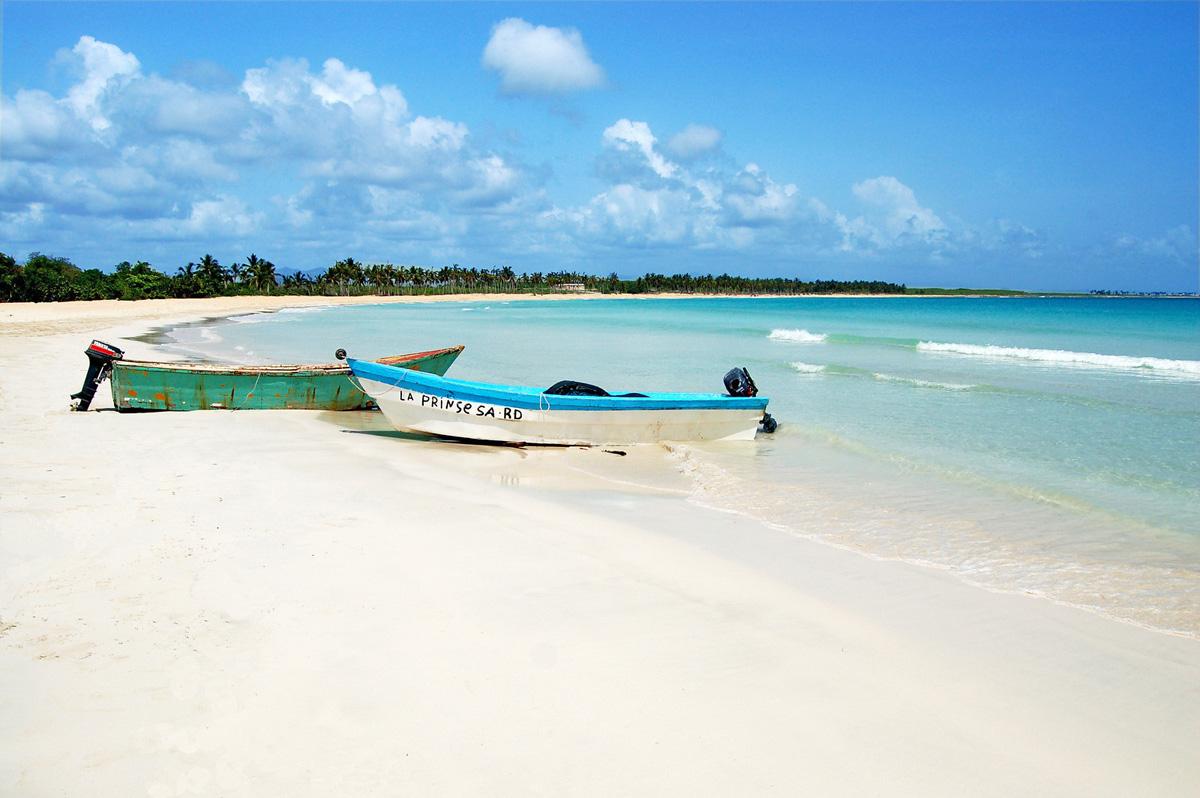 Песчаный берег острова Саона