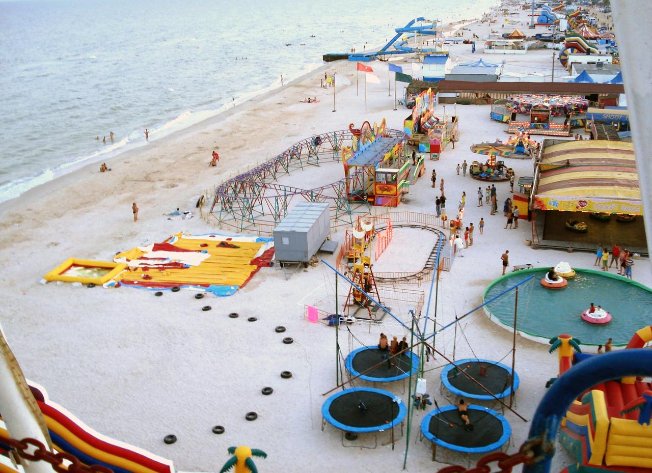 Развлекательный пляжный берег в Кирилловке