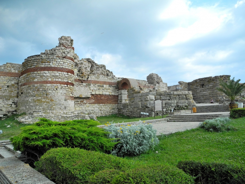 Остатки античной крепости в Несебре