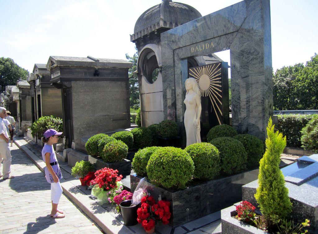 Могила Далиды, кладбище Монмартр