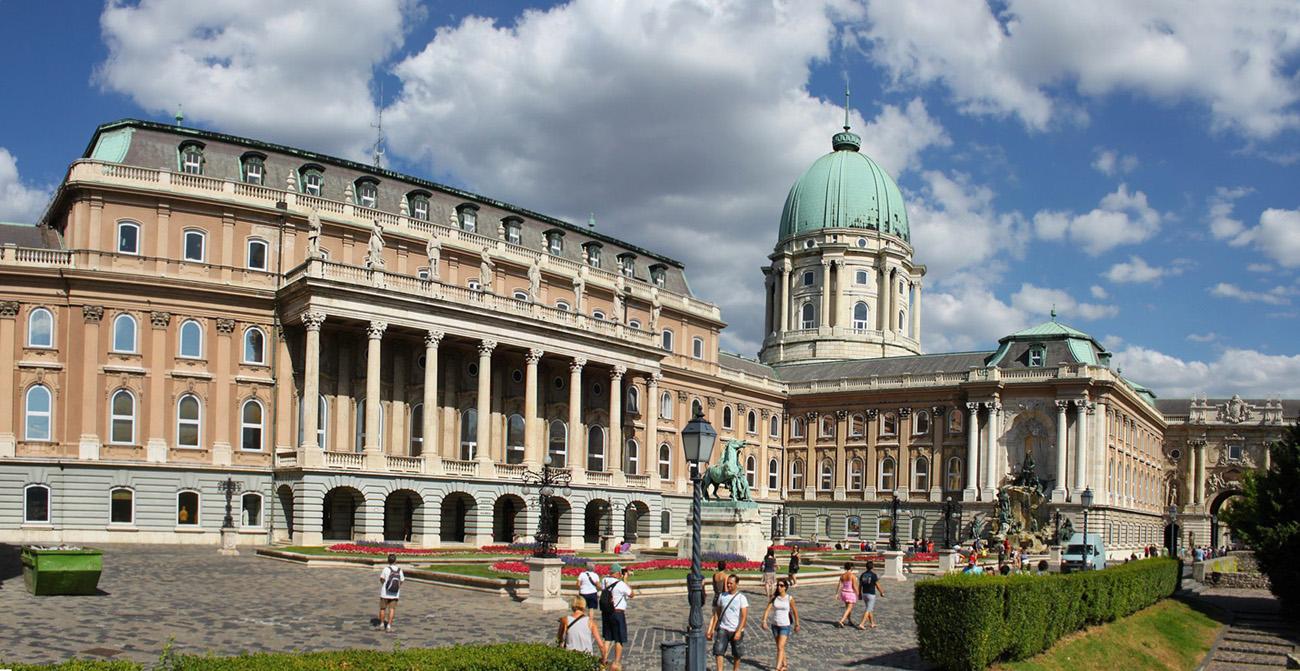 Будайская крепость или Королевский дворец  в историческом центре Венгрии