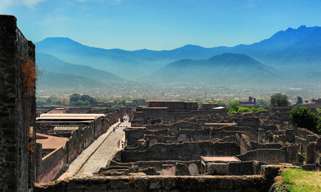 Археологические раскопки в Помпеях и Геркулануме