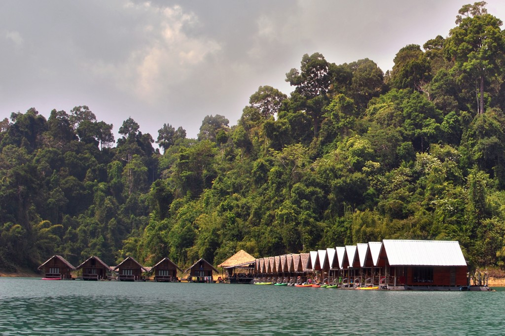 Озеро Чео Лан, домики на воде