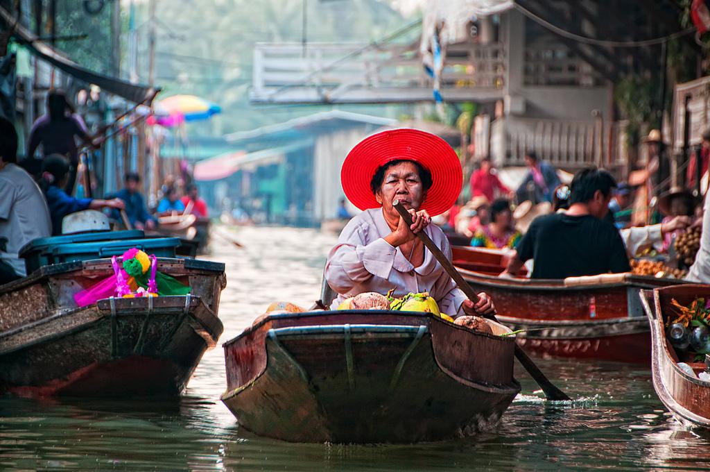Дамноен-Садуак - плавучий рынок
